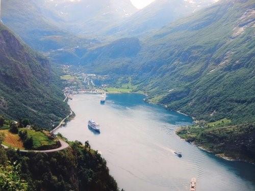 Путешествие в Норвегию на своём авто. Маршрут для автопутешествия по Норвегии. Особенности норвежских автотрасс. Кемпинги в Норвегии. Выбор сотового оператора для Норвегии