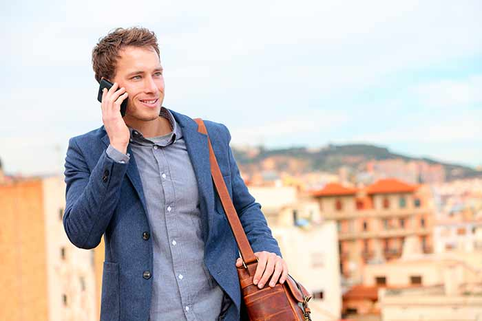 Как сэкономить на мобильной связи и Интернете в поездках?