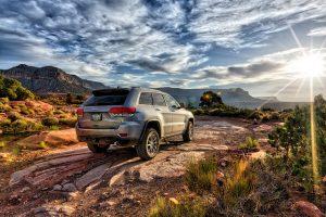 Сегодня многие туристы предпочитают путешествовать по миру на автомобиле.