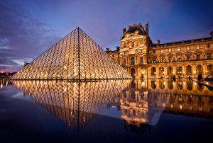 самым знаменитым музеем Франции является Лувр