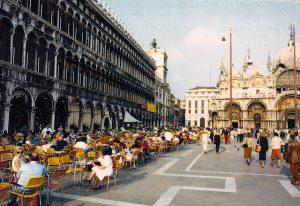 Кафе на площади Сан Марко Италия