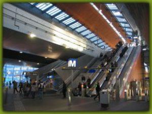 обозначение метро в амстердаме