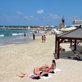 Пять способов сэкономить на отдыхе в Израиле