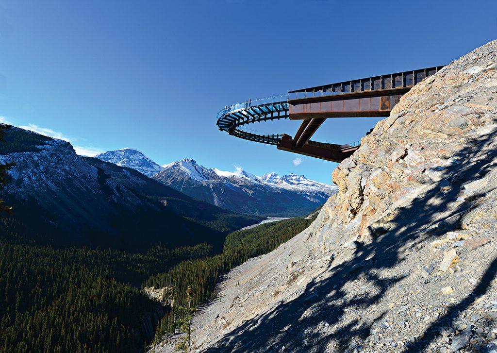 на смотровой площадке Glacier Skywalk