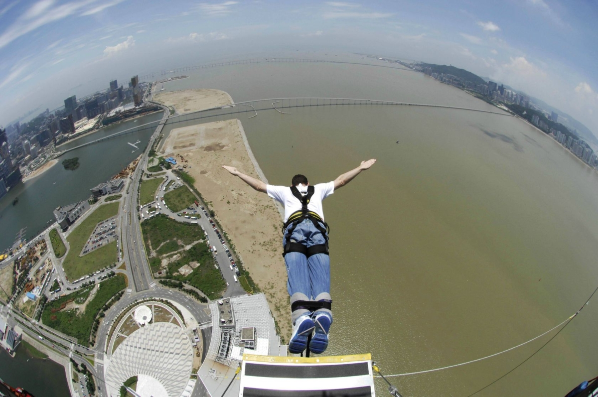 Bungee jumping in Macau, Китай
