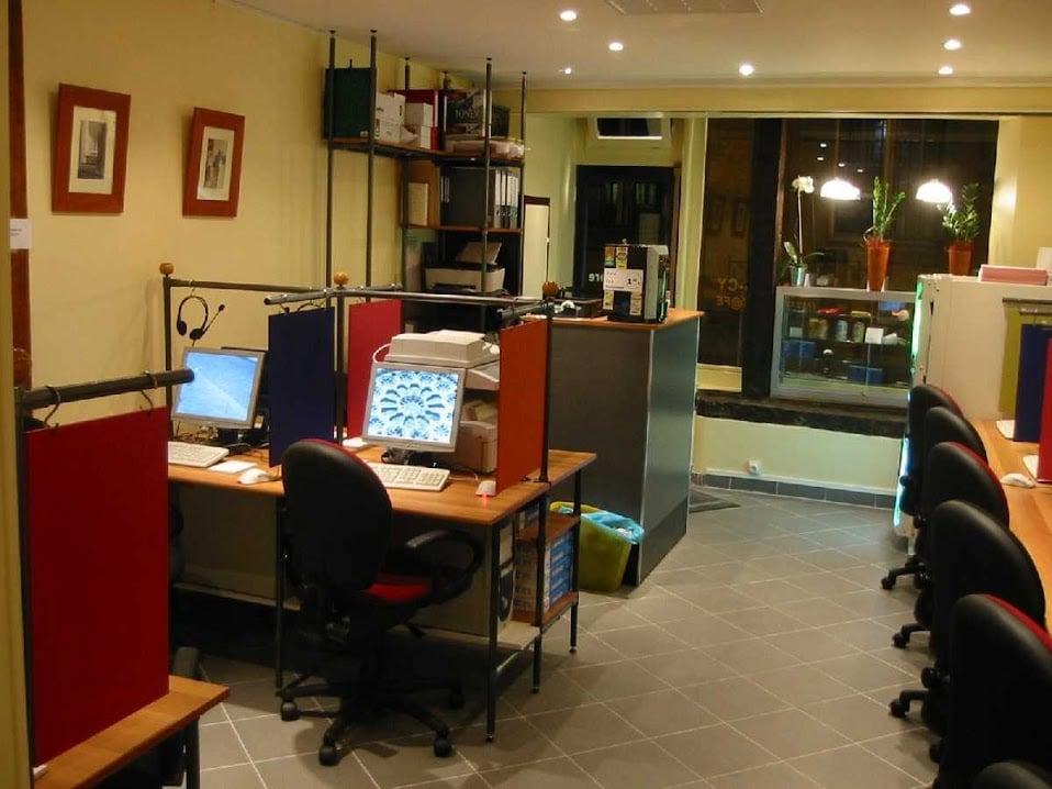 Internet Cafe in Paris