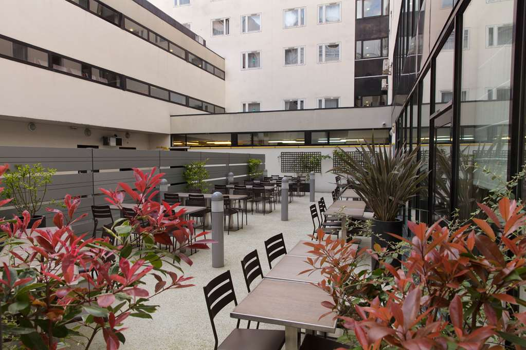 Отзыв о выбранном отеле Campanile 3* и сим-карте для поездки в Париж