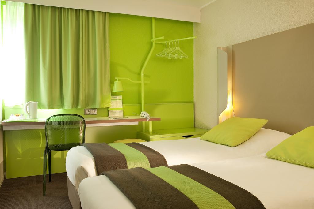 Отзыв о выбранном отеле Campanile 3* и сим-карте для поездки в Париж 1