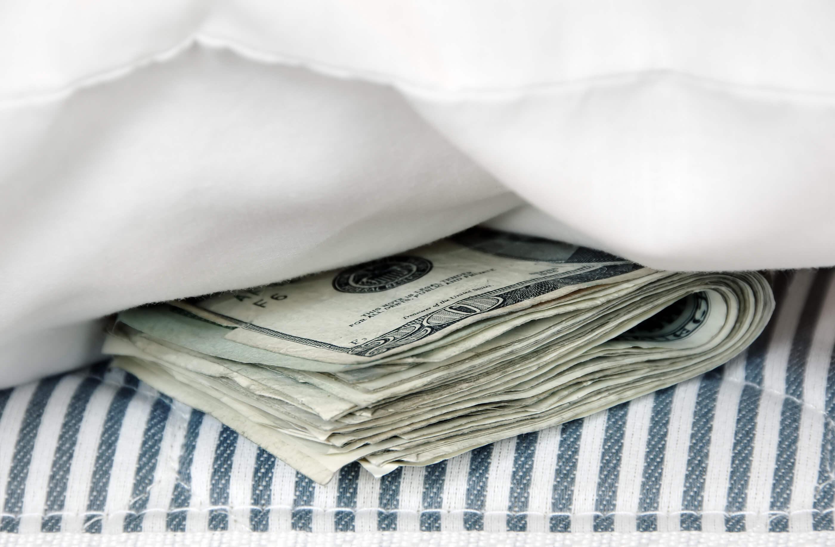 Надежные тайники: как сохранить деньги туристу?
