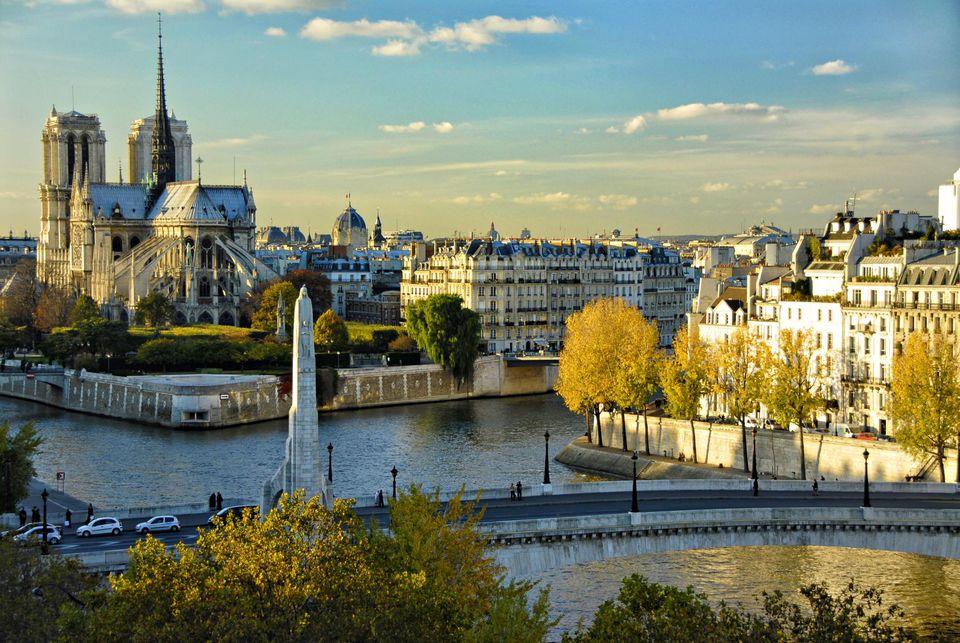 Недорогая связь в Париже: выбор сим-карты до отъезда