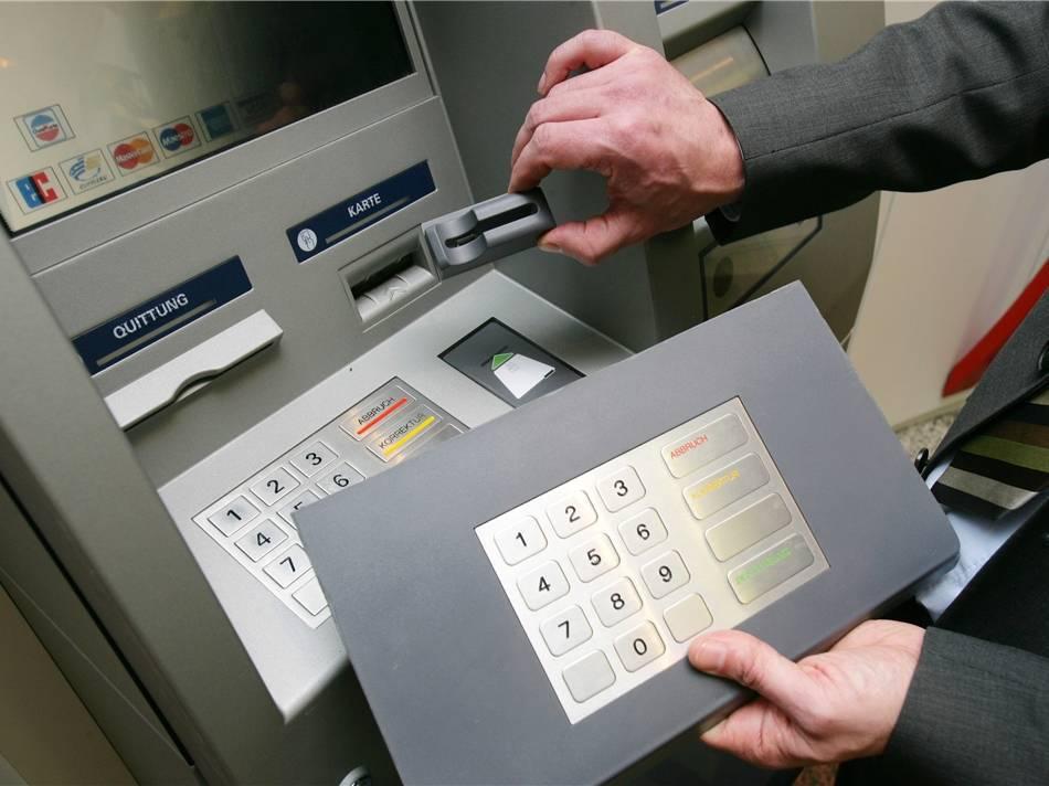 Как не потерять свои деньги, пользуясь банкоматом за границей или дома?