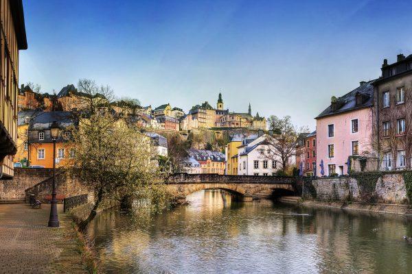 Поездка в прекрасный Люксембург в октябре: выбираем выгодный тарифный план в России