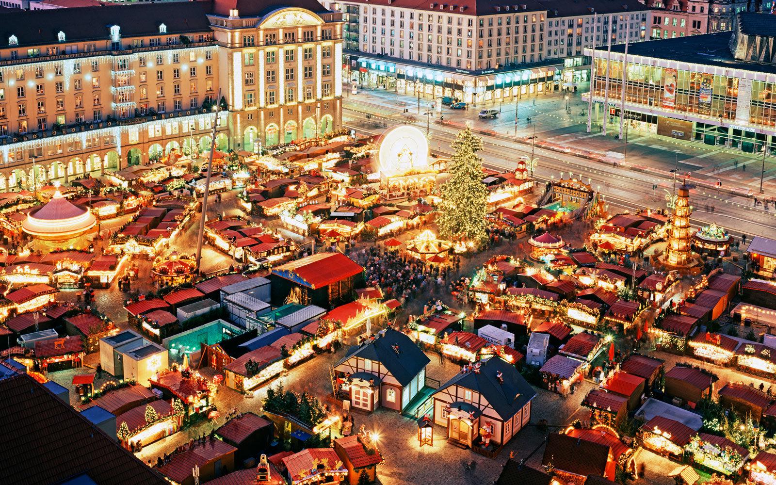 Куда поехать в рождественские праздники: топ-3 страны автобусных туров