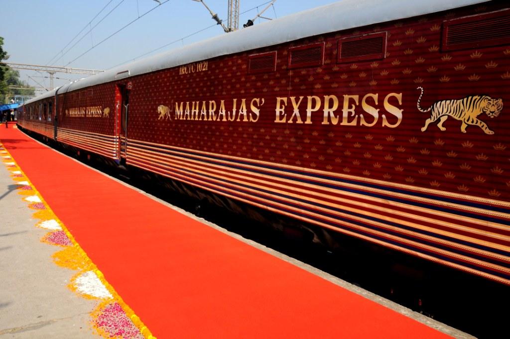 «Экспресс махараджей»: интересные факты о самом дорогом поезде