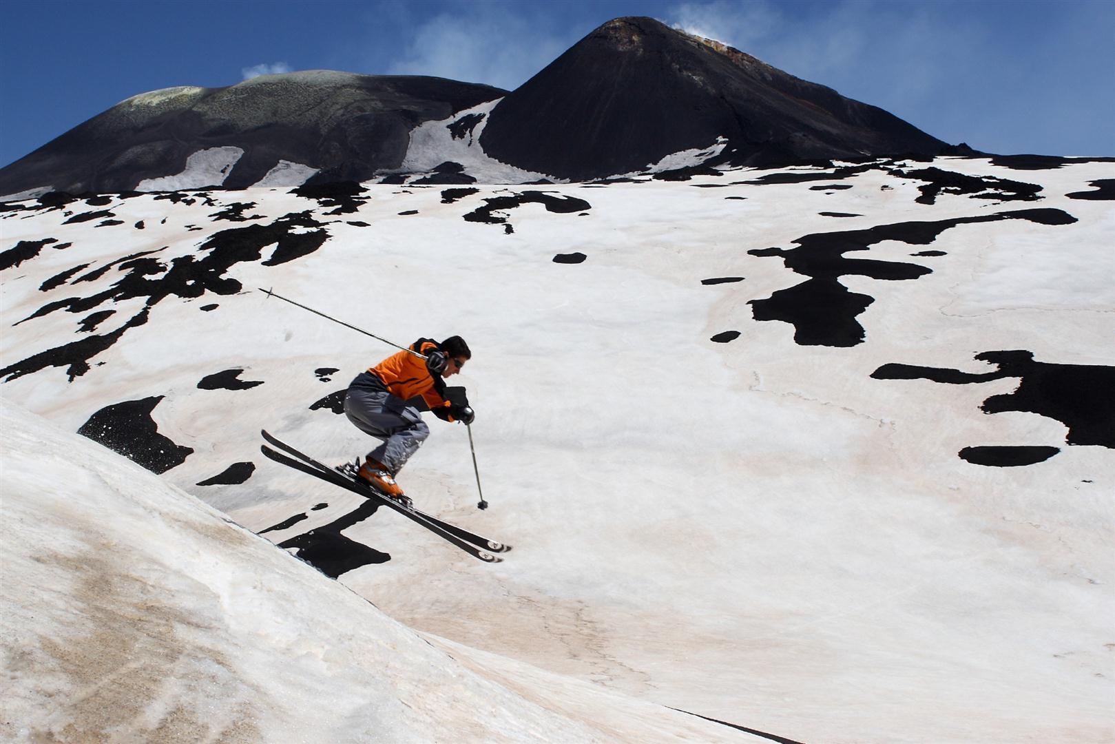 зимние развлечения для туристов, на лыжах с Этны Сицилия