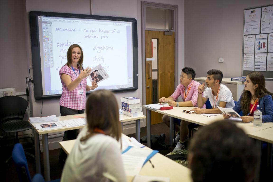 Нужно ли платить за языковые курсы за границей?