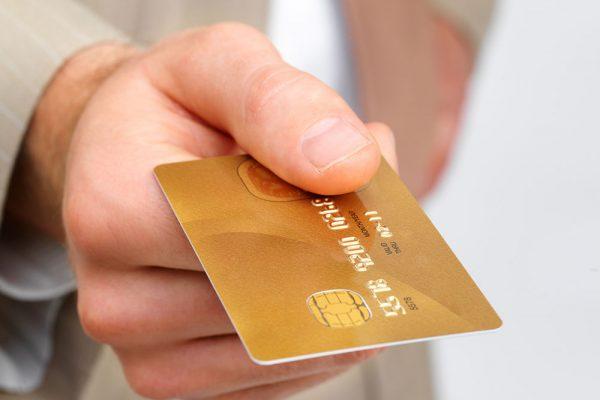 Владельцы карт премиум от Visa могут рассчитывать на бесплатный роуминг за границей
