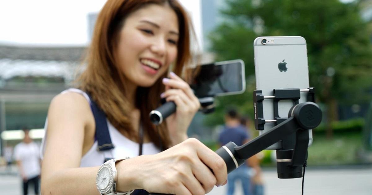 Пять аксессуаров, которые прокачают смартфон туриста