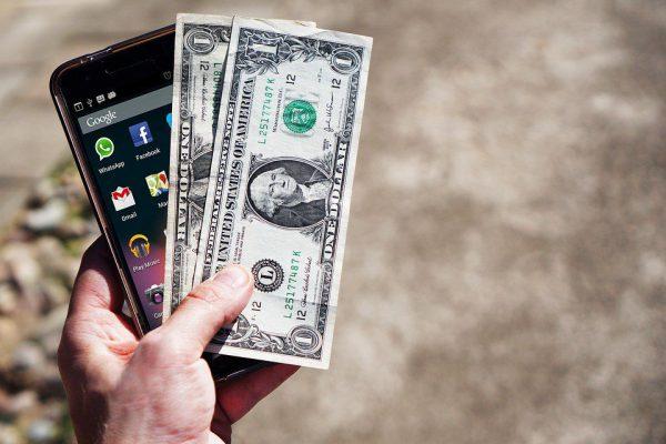 Как не попасть в долговую ловушку из-за дорогого Интернета за границей?