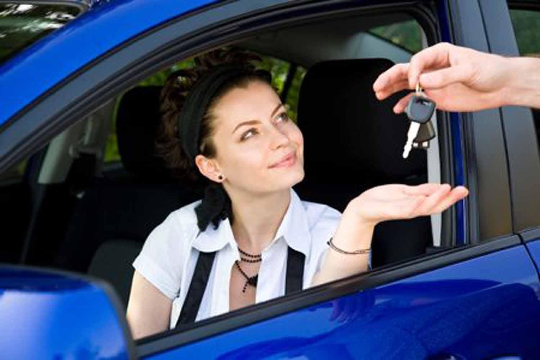 Цена аренды машины и лайфхаки экономии для туриста-водителя
