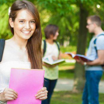 Летние каникулы с пользой: куда отправить ребёнка на языковые курсы?