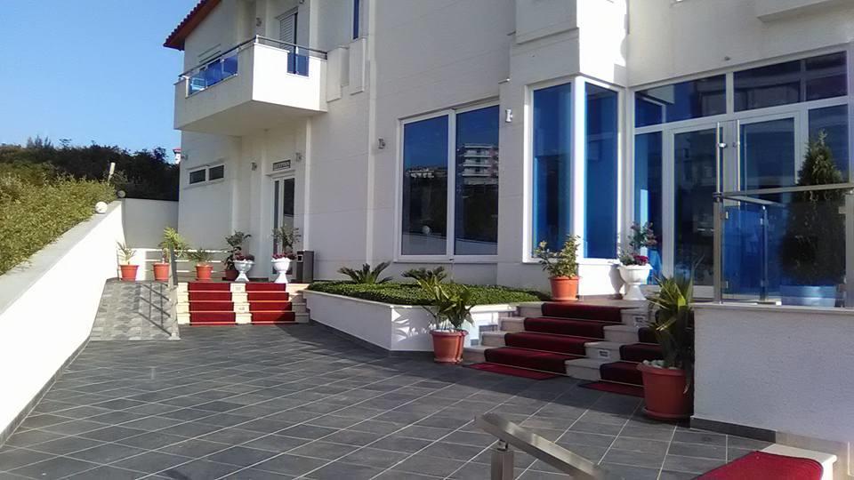 Албания отель Алер Холидей Инн