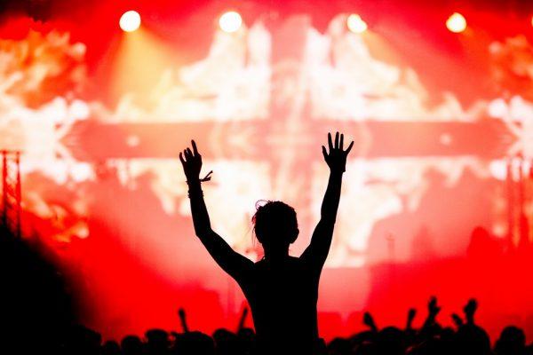 Венгрия временно упростила получение виз для поклонников фестиваля Sziget из России