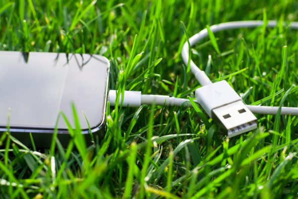 Медленная зарядка смартфона: как решить проблему просто и сэкономить заряд батареи в путешествии?