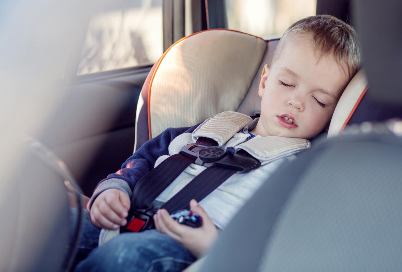 Внимание! Безопасность при путешествии с ребенком на машине