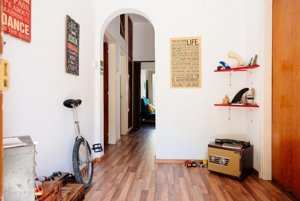 в путешествии в апартаментах Airbnb