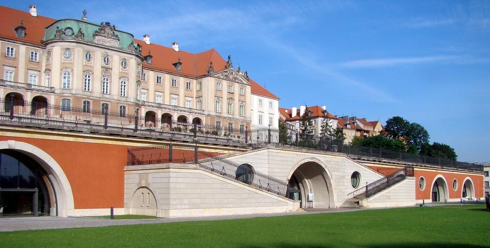 Королевскому дворцу