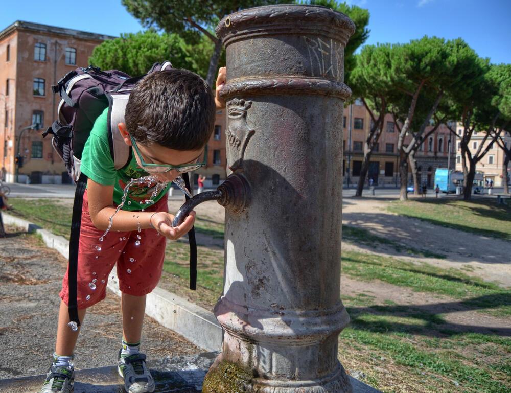 в Риме нельзя пить с фонтанов